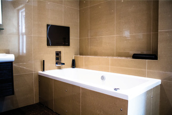 Bathroom Freeview HD TV, 19 LED, Rated IP65